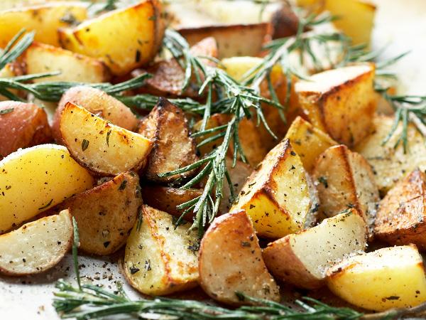 Приготовить картофель в сметане, запеченный в углях