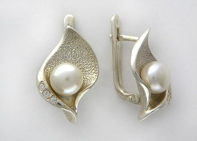 Выбираем серебряные серьги с жемчугом