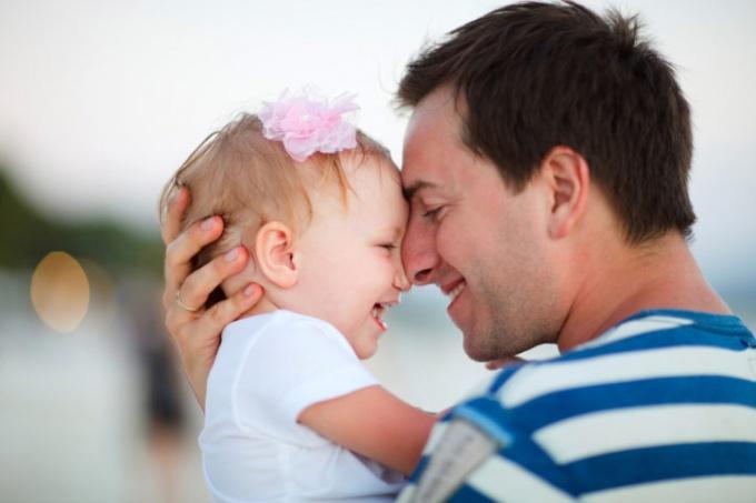 Как оформить установление отцовства ребенку