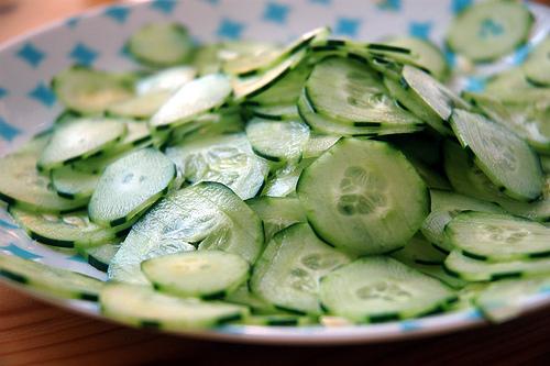 Как похудеть с помощью огуречных салатов