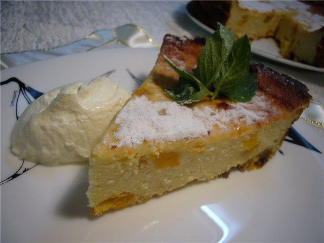 Сливочно-ванильная запеканка с курагой и творожным сыром