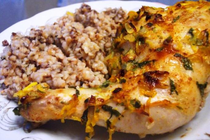 Курица, запеченная с гречкой в духовке