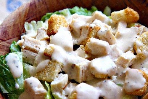 Быстрый вариант салата Цезарь с нежным соусом