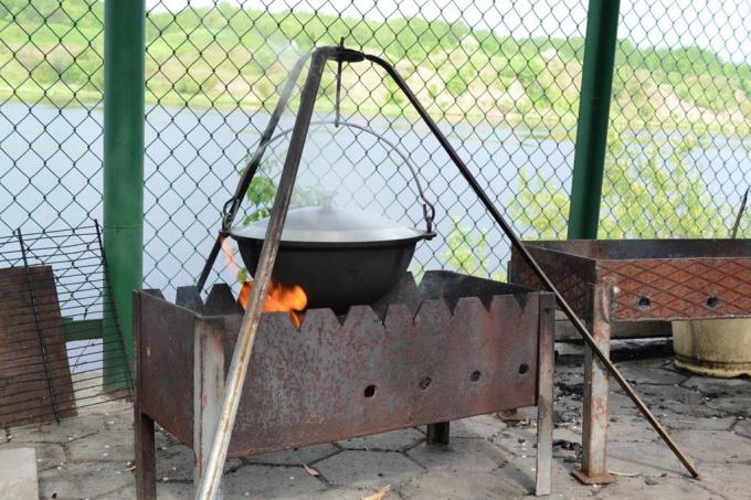 Как приготовить шурпу с нутом на открытом огне