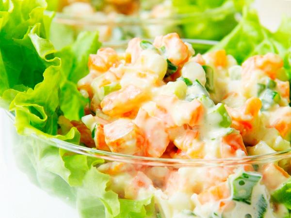 Приготовить салат из зелени с яйцом
