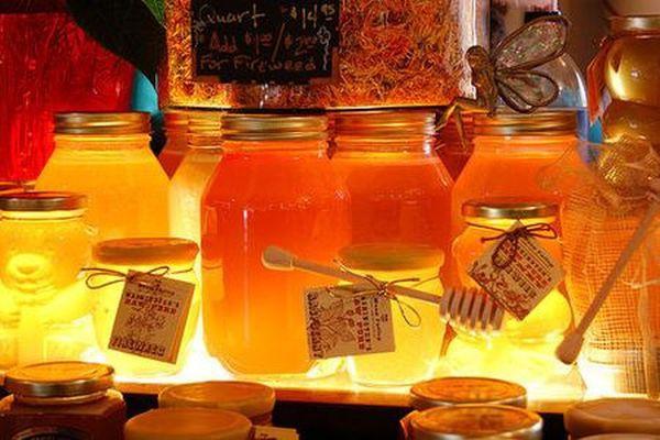 Лечение медом - практика, известная человеку с древних времен.