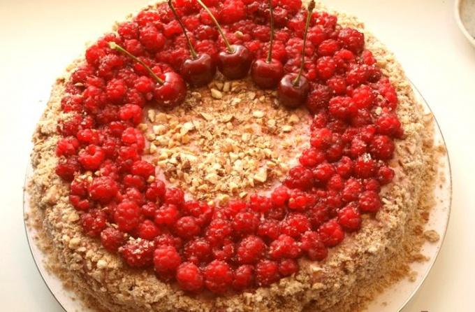 Пряничный торт с малиной
