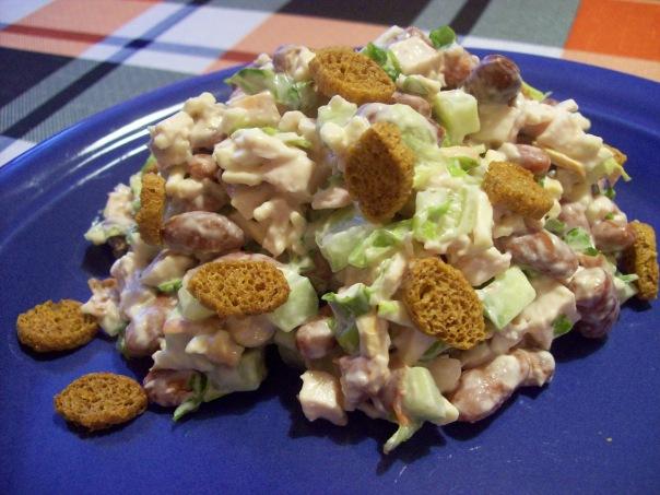 салат с грибами и кириешками