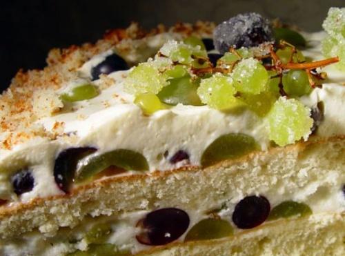 Торт шоколадный с виноградом