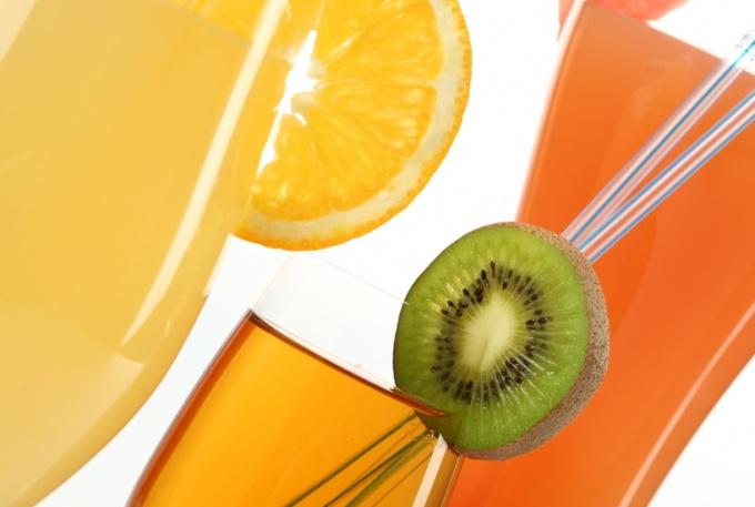 5 фруктовых соков, способствующих похудению