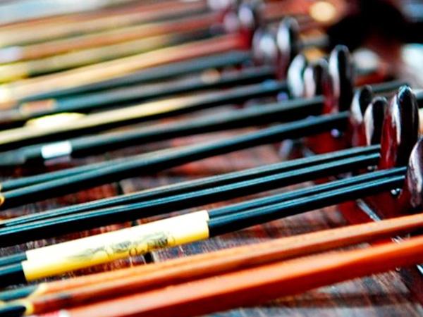 В Азии едят палочками