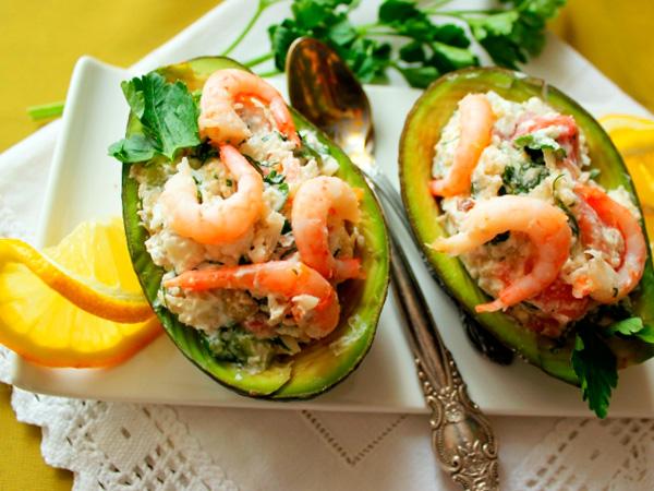 Французский салат с семгой и авокадо