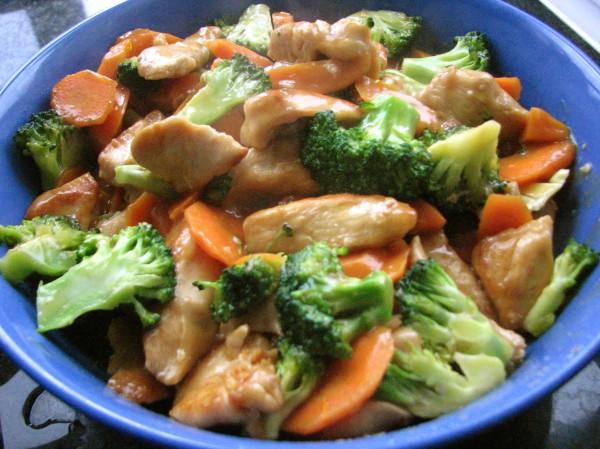 Тушеная курица с брокколи в духовке
