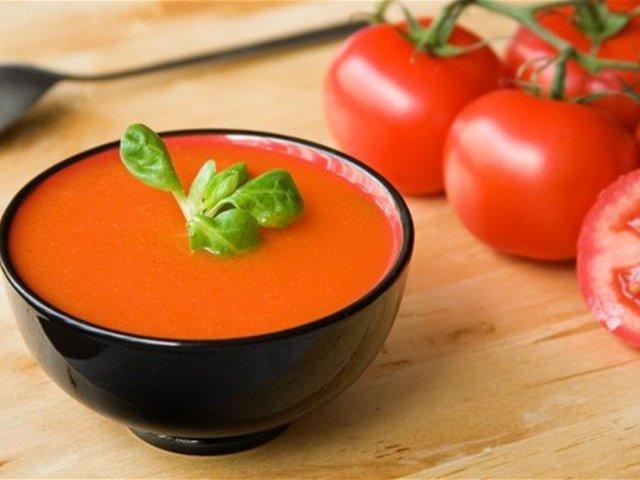 Пряный томатный суп с ревенем