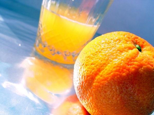 Апельсиновй сок - компонент многих коктейлей