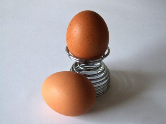 Зачем пить сырые яйца?