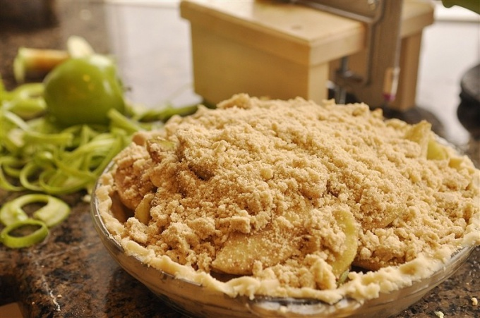 Французский яблочный пирог с крошкой