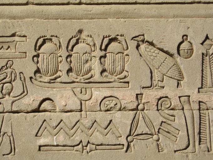 Скарабеи на древнеегипетском барельефе