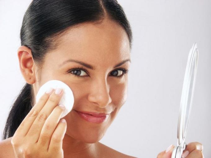 Как правильно снять макияж с глаз