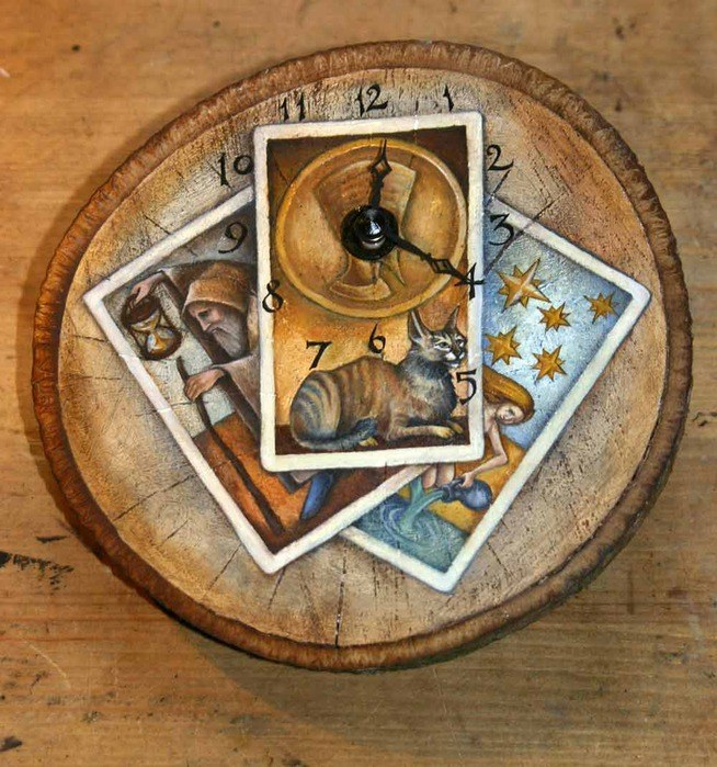 How to choose and buy Tarot cards