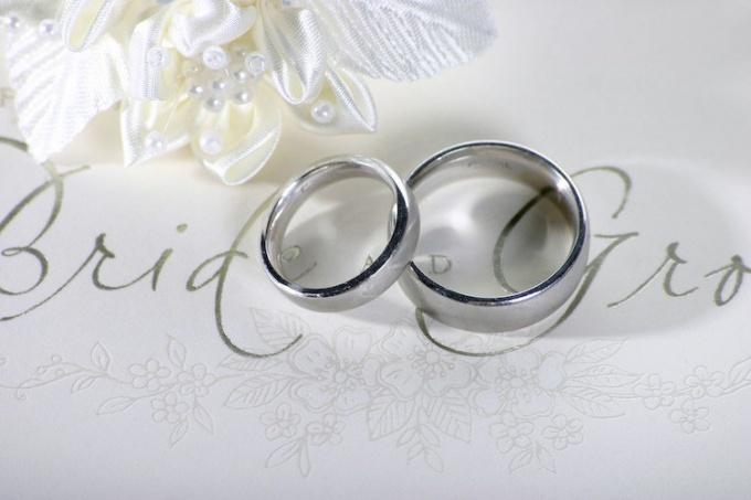 Как выбрать подарок на серебряную свадьбу