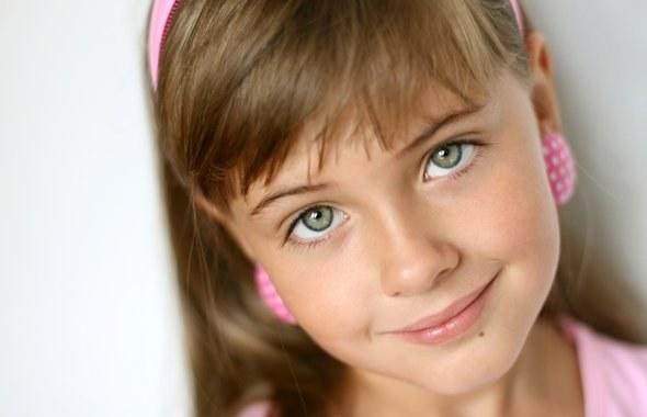 Стоит ли прокалывать уши маленькой девочке