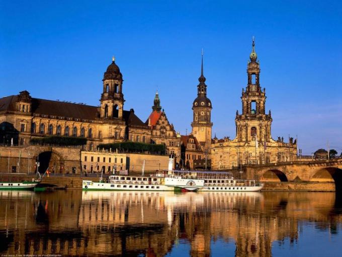 А это Дрезден, по нему любят гулять сами немцы