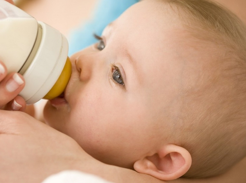 How to finish feeding the baby formula if not enough breast milk
