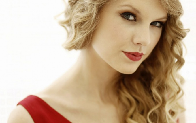 Какой макияж сделать под красное платье