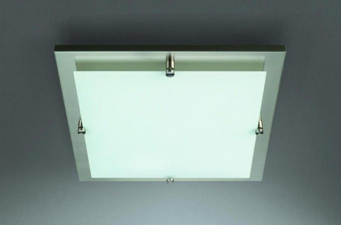 Как выбрать потолочный светильник в спальню