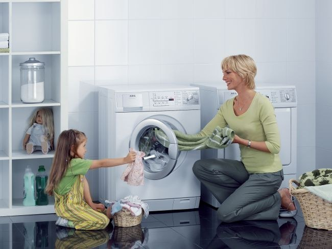 Как выбрать стиральную машину для стирки детских вещей