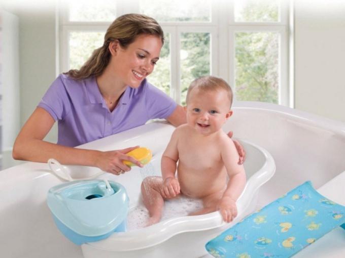 Как правильно купать малыша