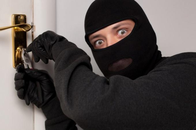 Как защитить квартиру от взломщиков