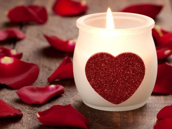 Как украсить дом лепестками роз