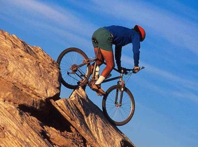 Экстремальная езда по горным склонам