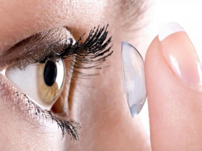 Как правильно подобрать контактные линзы