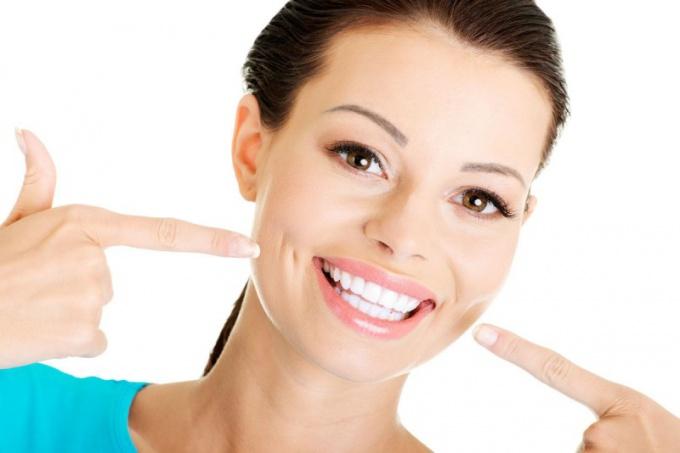 Как выбрать средство для отбеливания зубов в домашних условиях