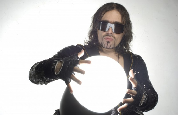 Богдан Титомир - эпатажный рэп-исполнитель начала 90-х.