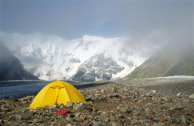 Как установить туристическую палатку