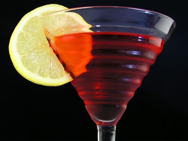 Тёмный ром Бакарди придает коктейлям на его основе приятный фруктово-древесный привкус
