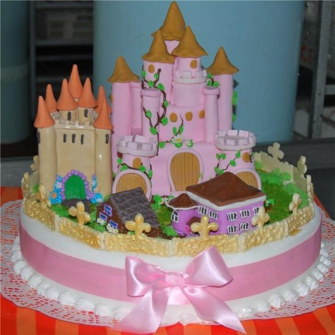 Торт «Замок любви» настоящее украшение праздничного стола