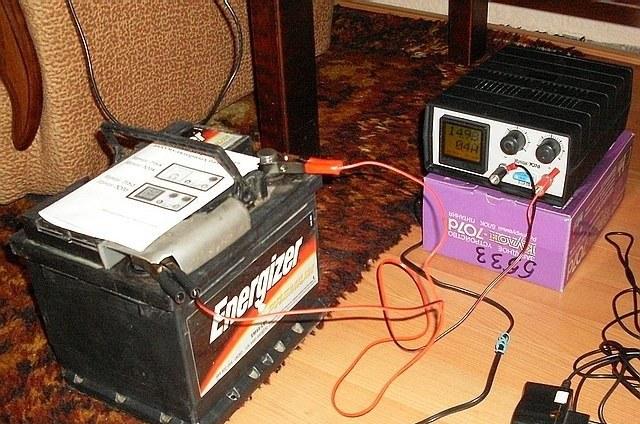 Среднее время полной зарядки аккумуляторной батареи составляет 15 часов