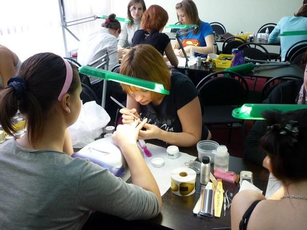 Как выбрать стерилизатор для маникюрных инструментов