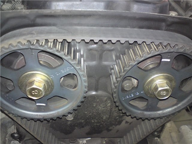 The marks on the camshaft pulleys