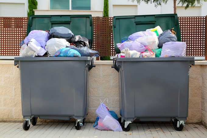 Как устанавливать мусорные баки во дворе согласно нормативам
