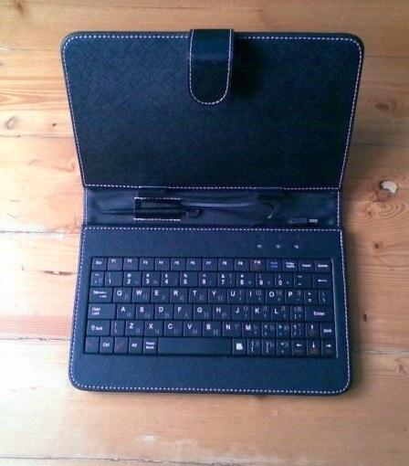 Чехол в комплектации с мини-клавиатурой