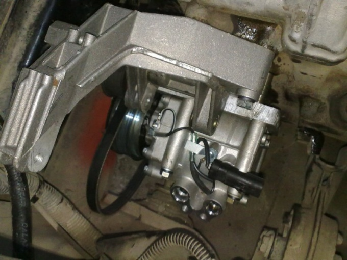 The compressor of the air conditioner on VAZ-2114