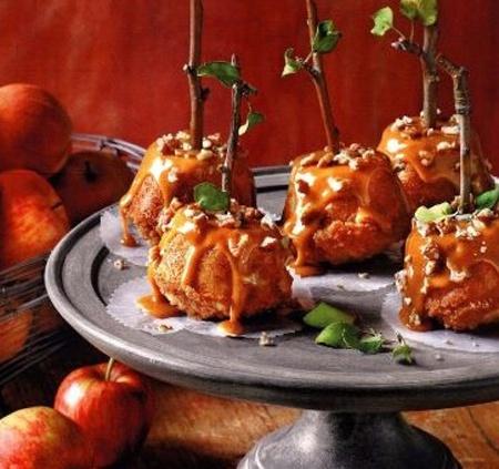 Яблочные маффины с карамелью