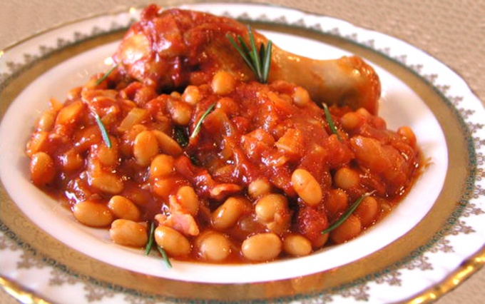 Beans with chicken in a slow cooker