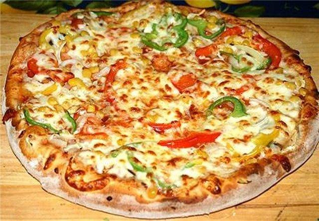 Закрытая пицца с консервами